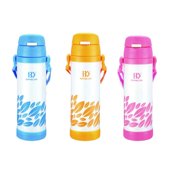 Kids sipper bottle with strap holder